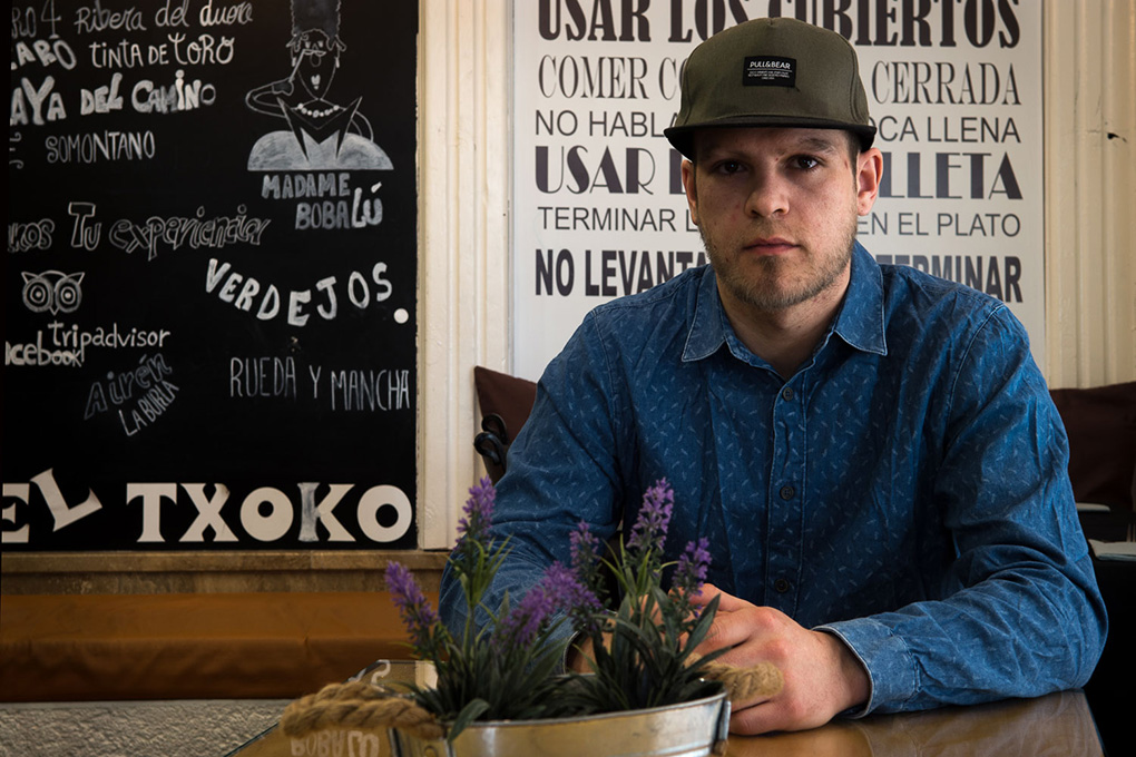 Juan Baraínca es el chef de esta tapería moderna.