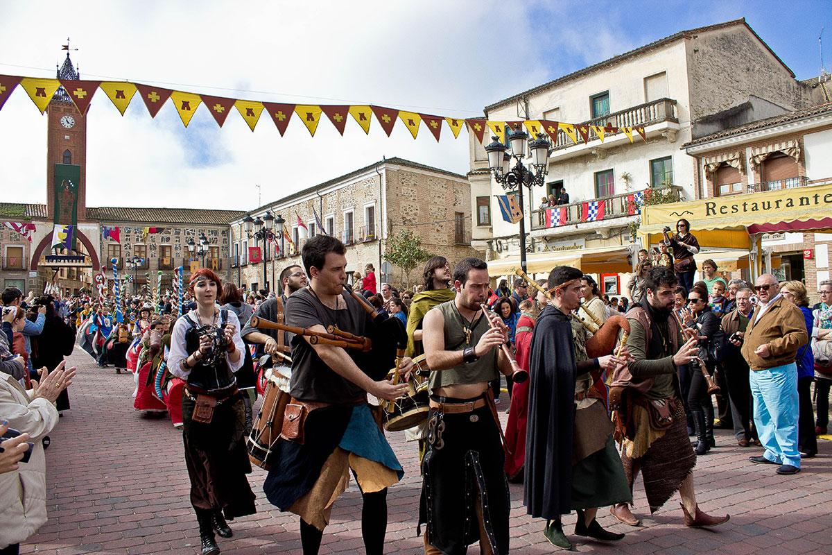 El grupo Veritas Nostra recorre el pueblo tocando. Foto: Casa de la Cultura de Oropesa.