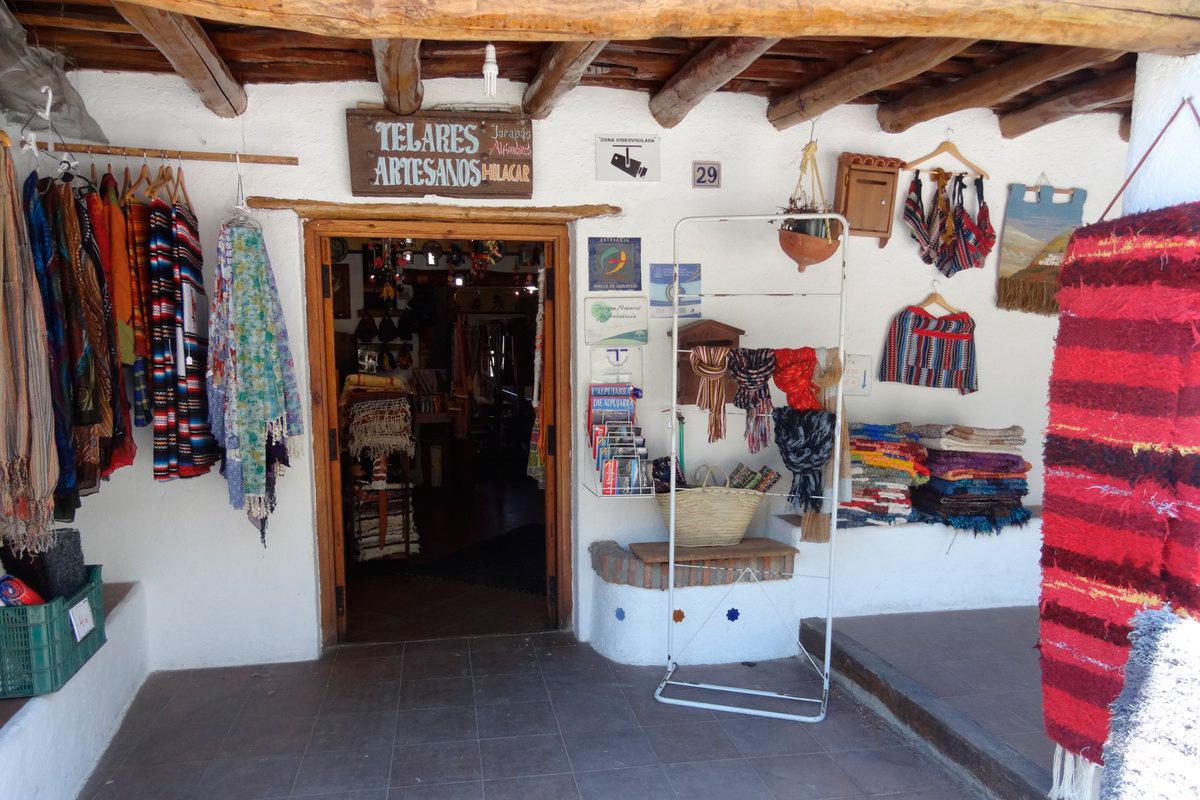 Los turistas pueden ver o tejer sus propias artesanías. Foto: Hilacar (Twitter)