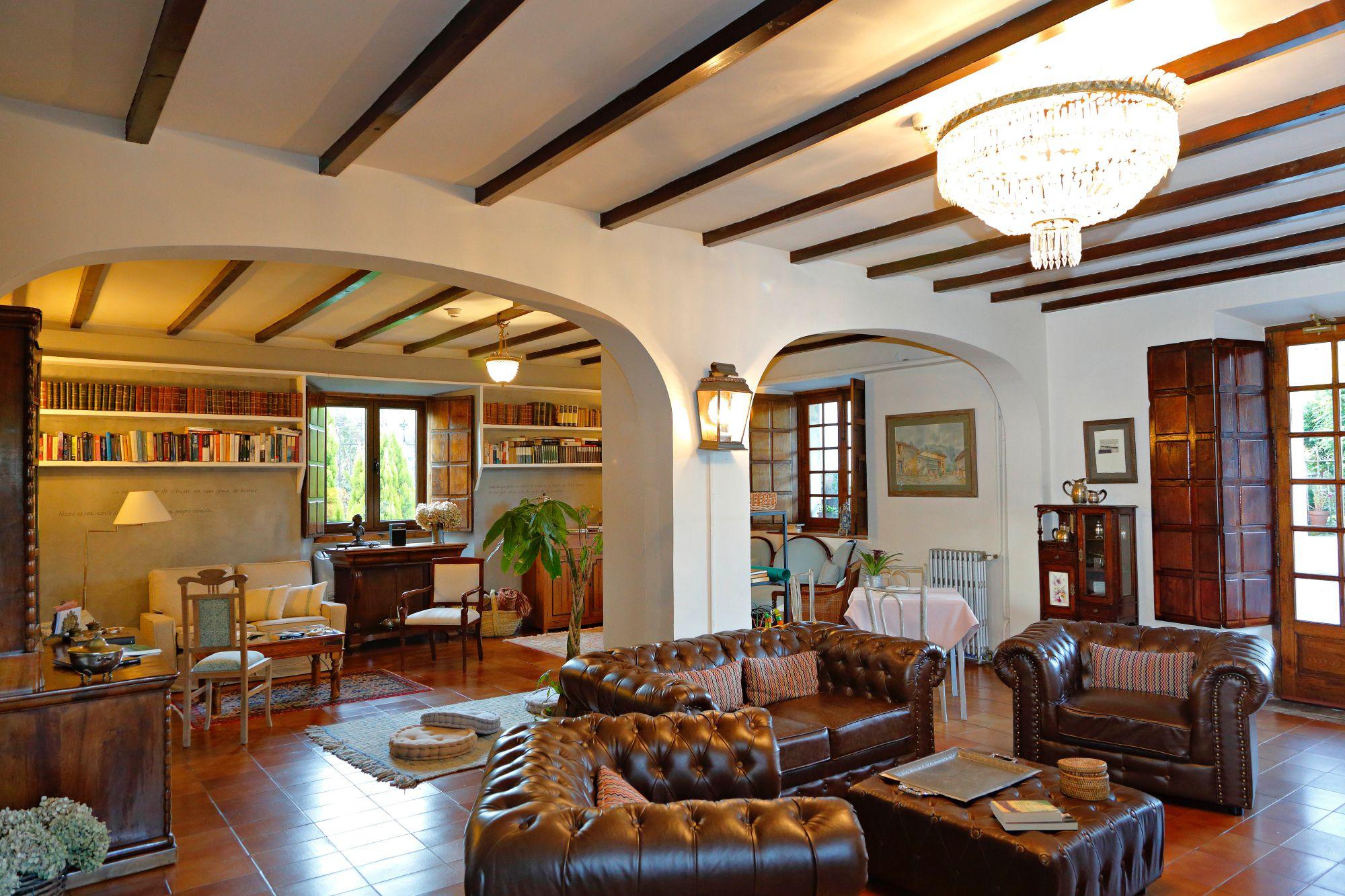 La Casona de Amandi (Villaviciosa, Asturias): salón principal