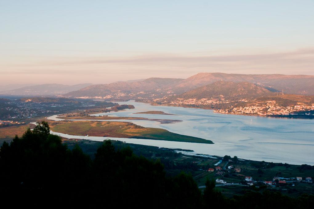 La desembocadura del río Miño, el Océano Atlántico y la costa portuguesa. Foto: shutterstock.com