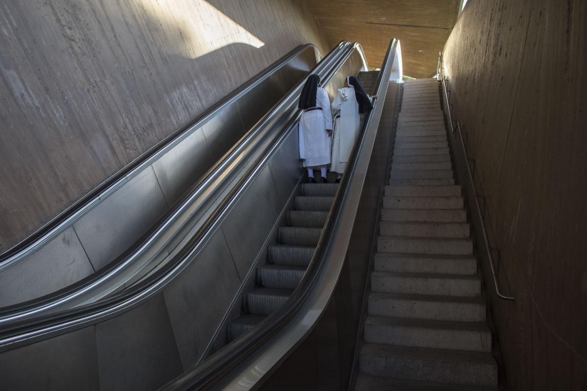 Subida al Barrio de los Conventos desde las escaleras mecánicas del Paseo de Recadero.