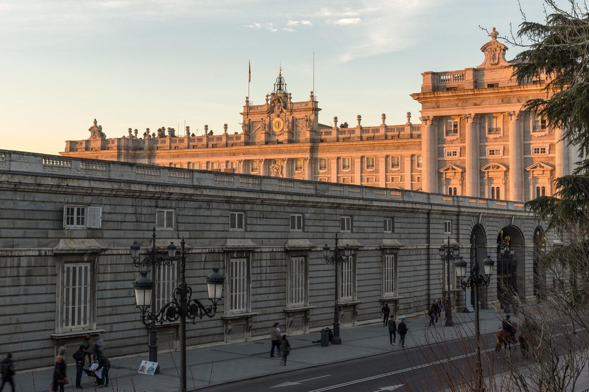 El Palacio Real es uno de los atractivos turísticos ineludibles si vas a pasar un fin de semana en la capital. Foto: Shutterstock