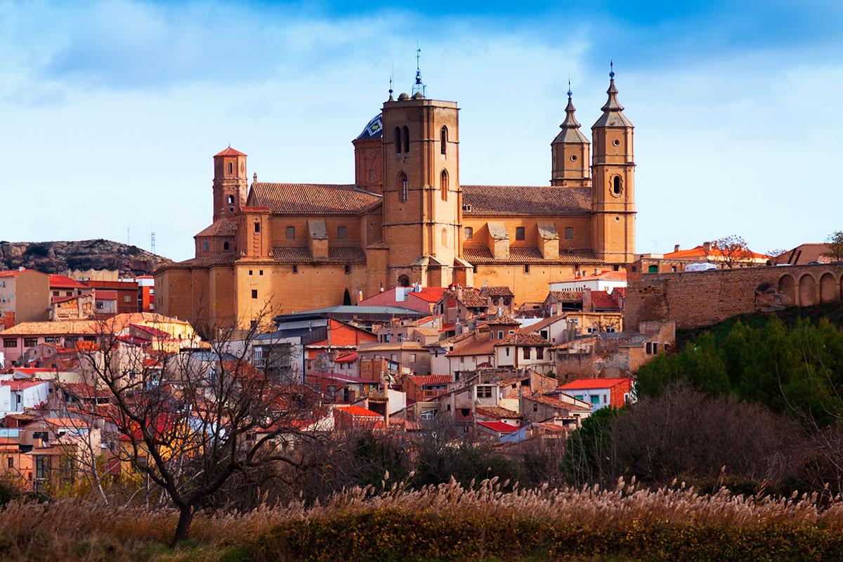 Alcañiz tiene mucha historia y monumentos interesantes para visitar. Foto: Shuttterstock.