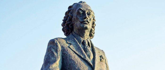 Estatua de Dalí en Cadaqués.