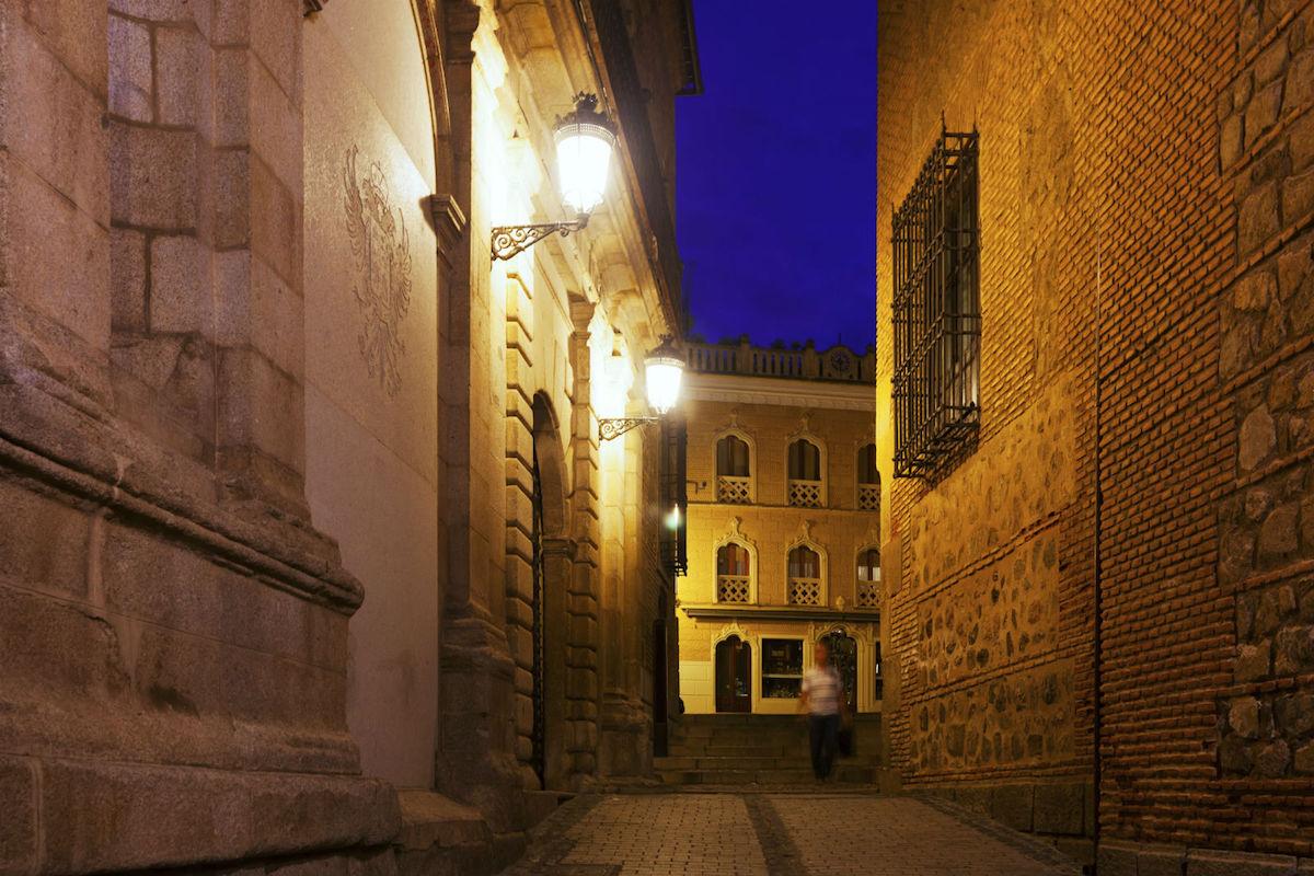 Rutas nocturnas de misterio en Toledo.