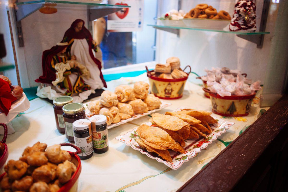 El Nacimiento y las truchas de batata en las pastelerías. Aquí también son fiestas.