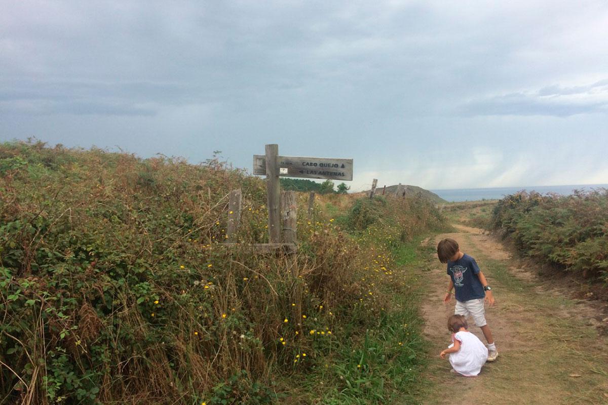 Rutas por Cantabria: Camino de la ruta de Isla. Foto: Johanna Saldón