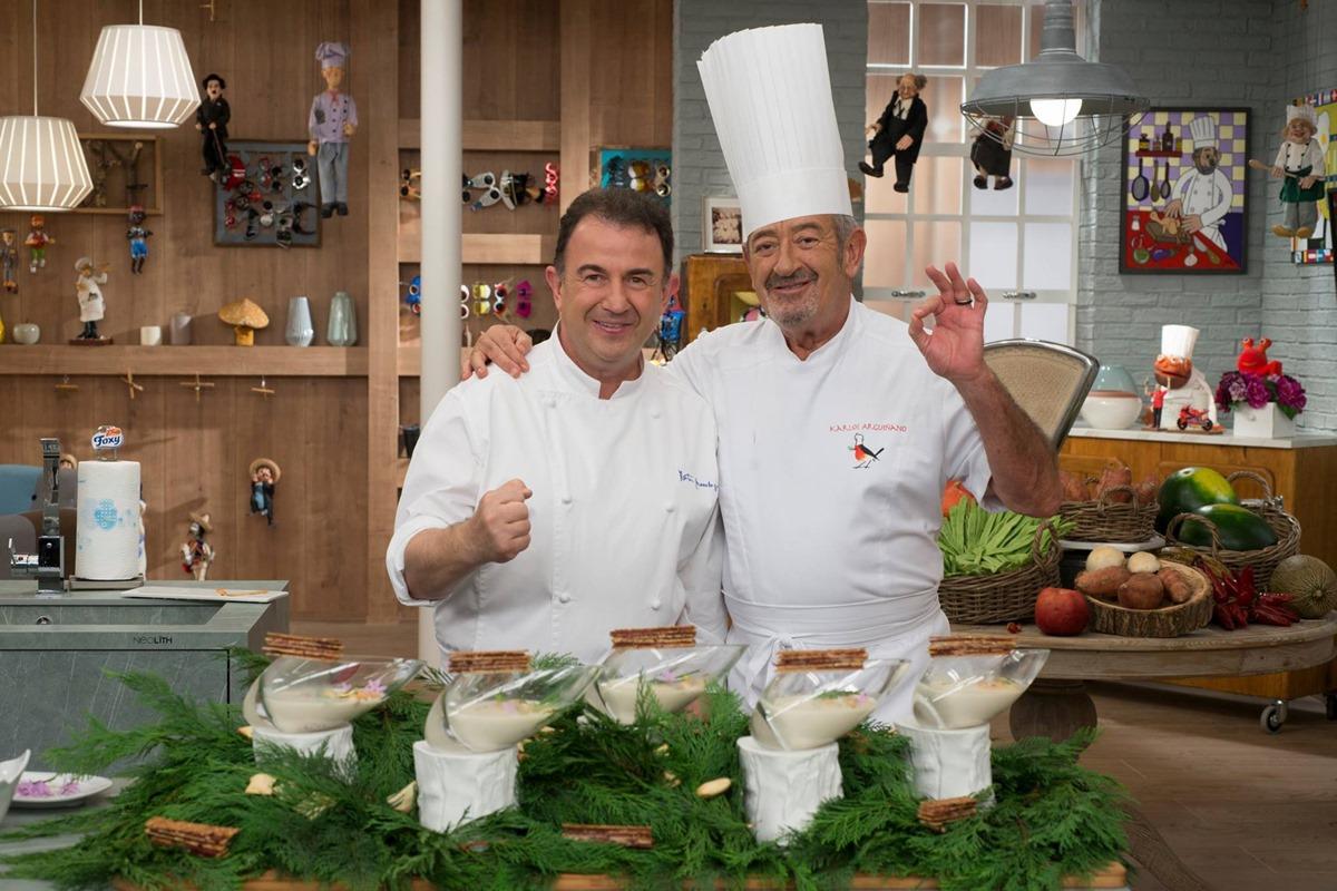 Karlos Arguiñano con su amigo y compañero de profesión Martin Berasategui. Foto: Facebook Karlos Arguiñano.