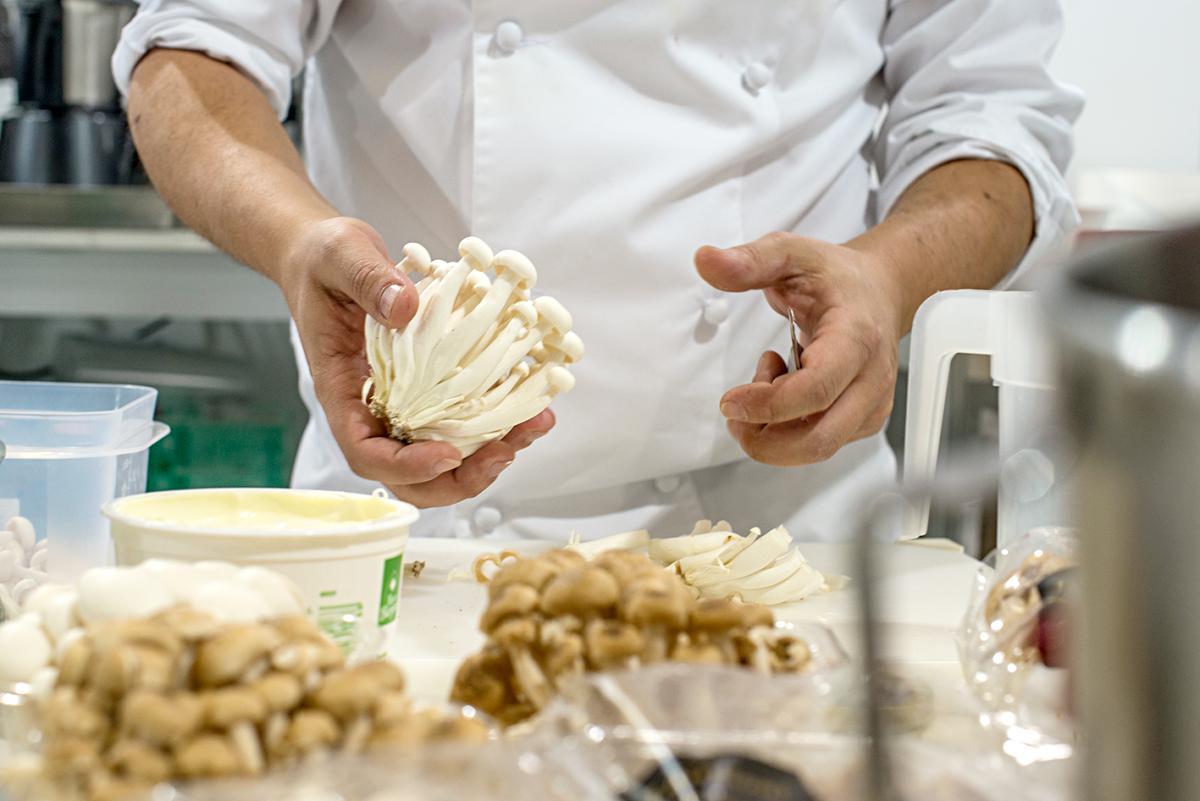 Las setas shimeji, otro de los hongos favoritos de Rodrigo.