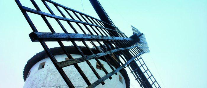 Don Quijote confundió molinos con gigantes en Campo de Criptana.
