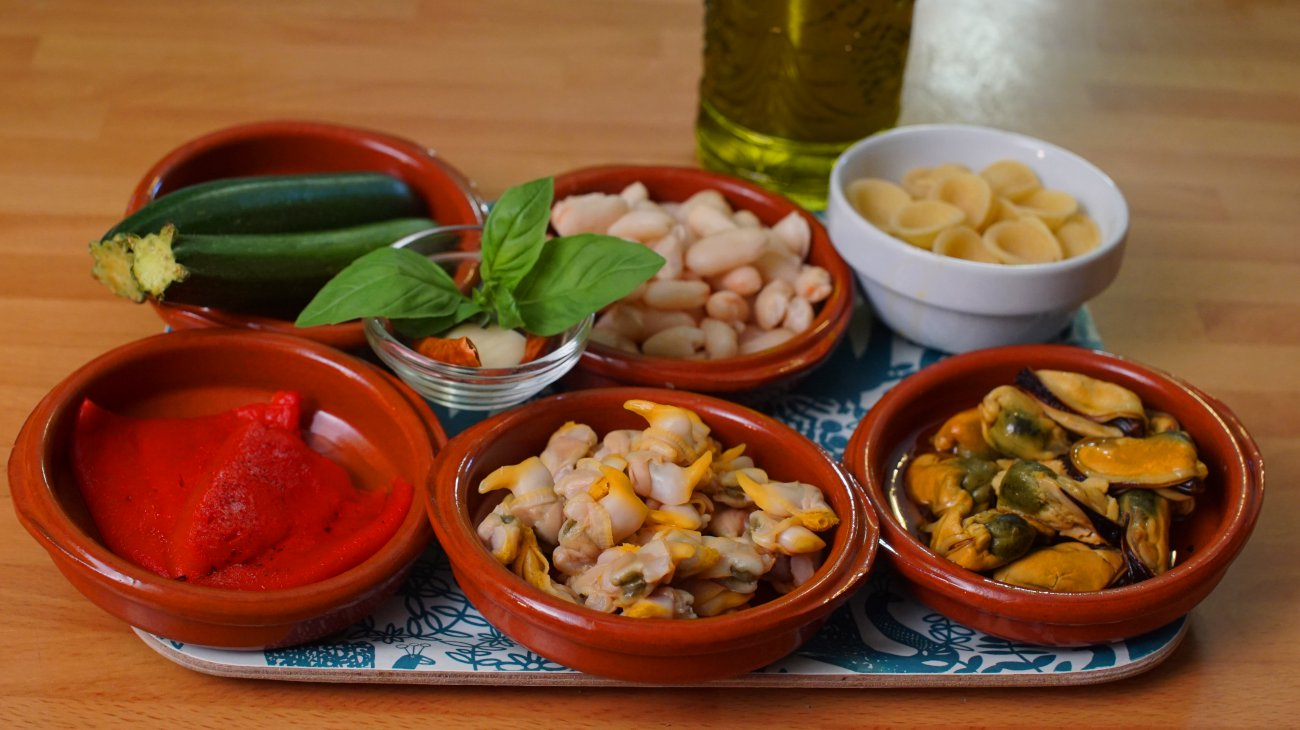 Tupper con ensalada de pasta (ingredientes)