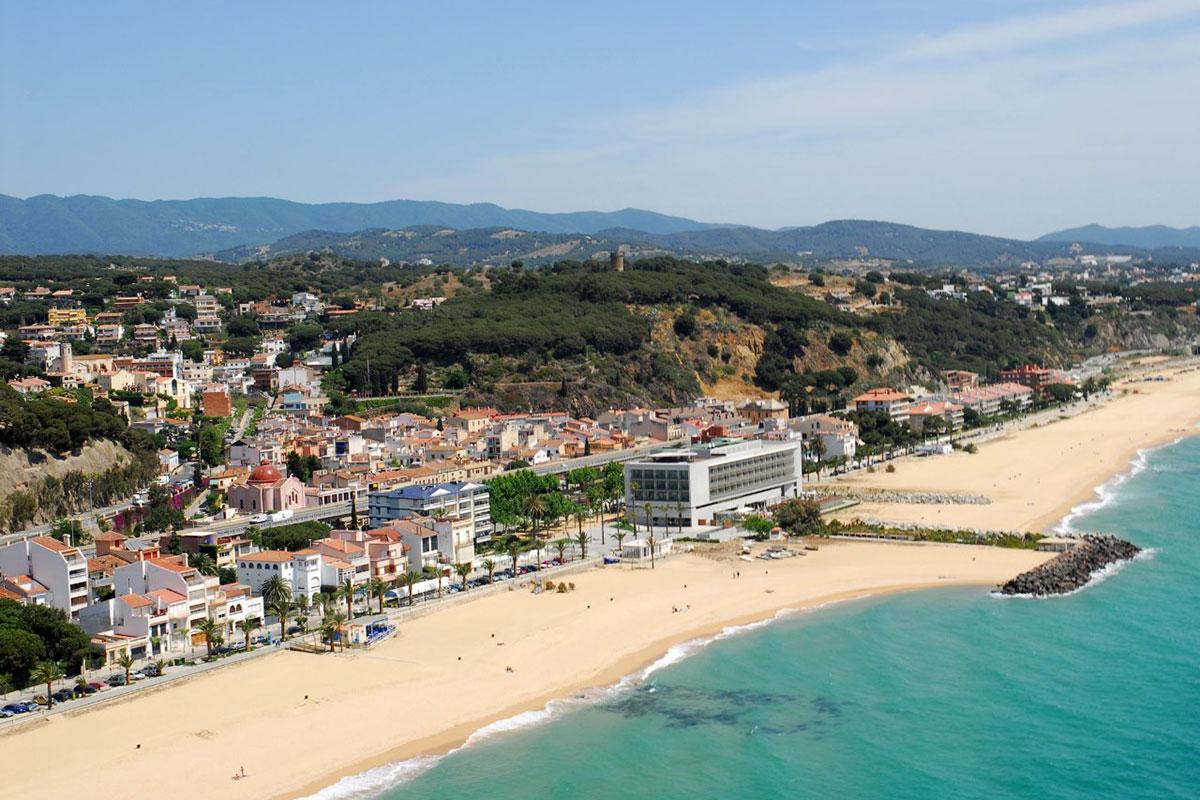 Las playas de Caldes d'Estrac, en la costa de Barcelona, ondean la bandera azul. Foto: Ayuntamiento de Caldes d'Estrac