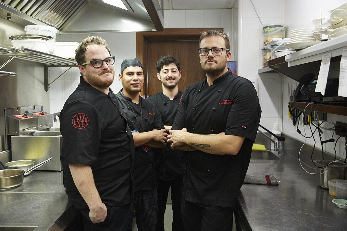 El joven equipo de cocina del 'Trafalgar by Casa Lolea'.