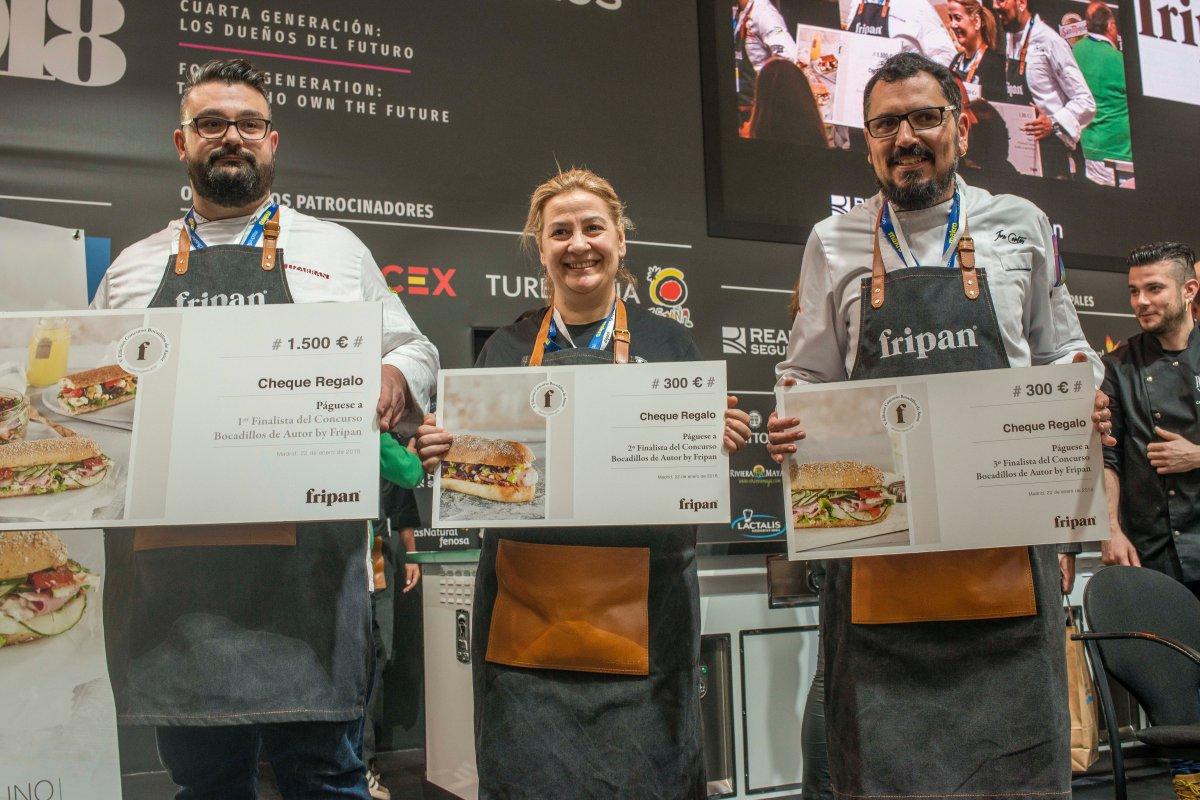 Los tres ganadores: Carlos Ángel Paguero (1º), Margarita Galdo (2º) y José Cortés García (3º).