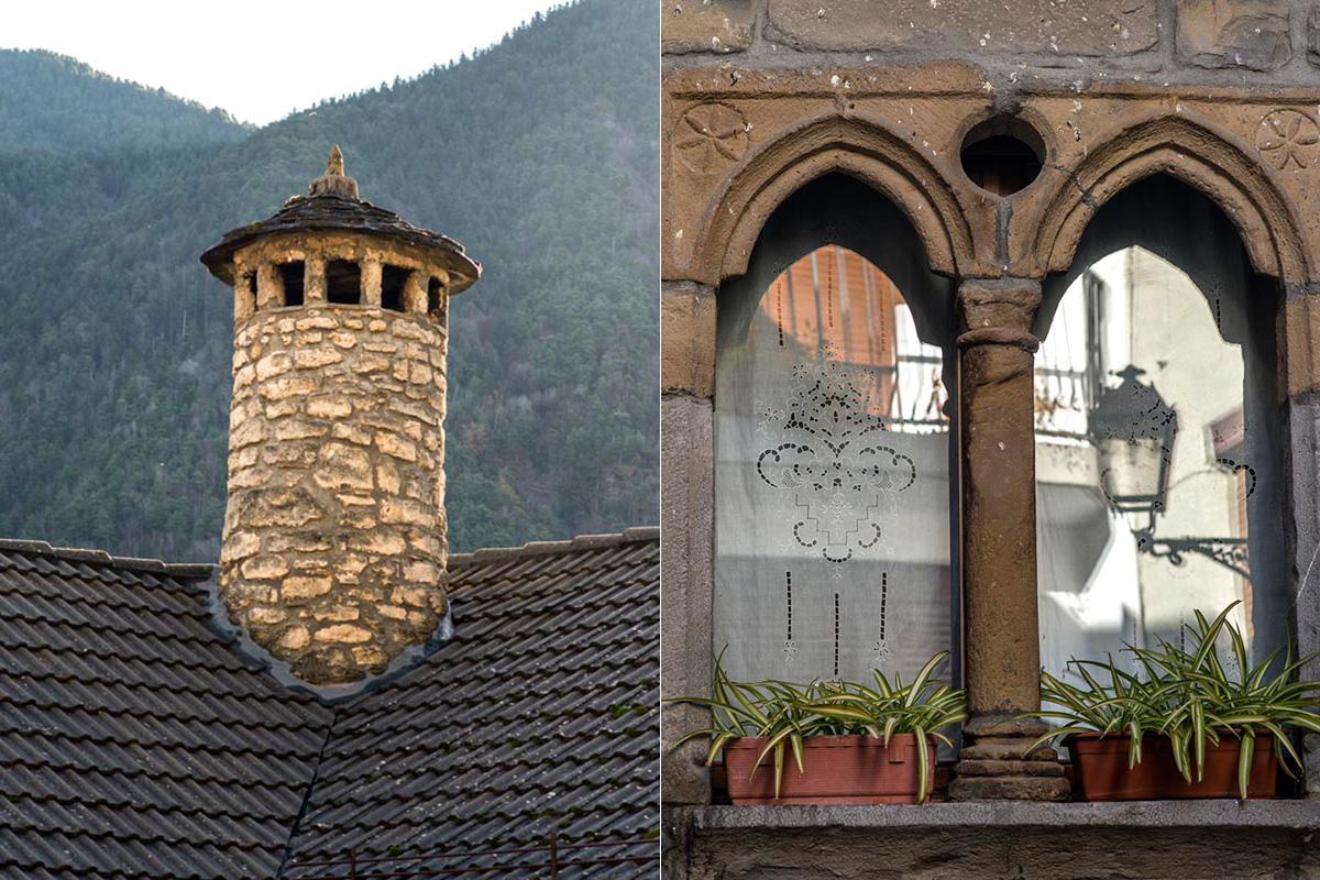 Chimeneas 'espantabrujas' y ventana renacentista del maestro de Aucum.