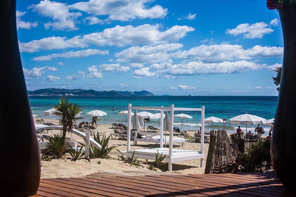 La playa de Es Caballet desde Chiringay.
