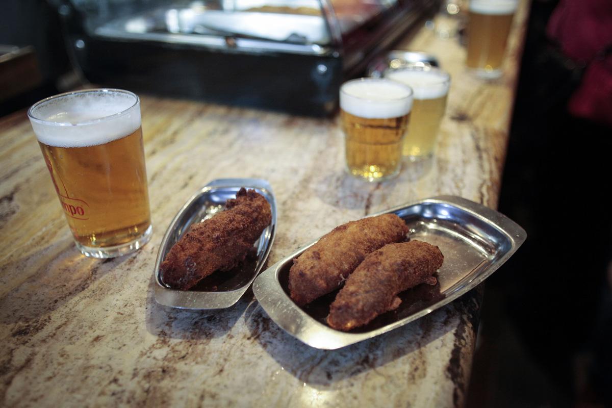 La croqueta, la tapa viral de este bar.