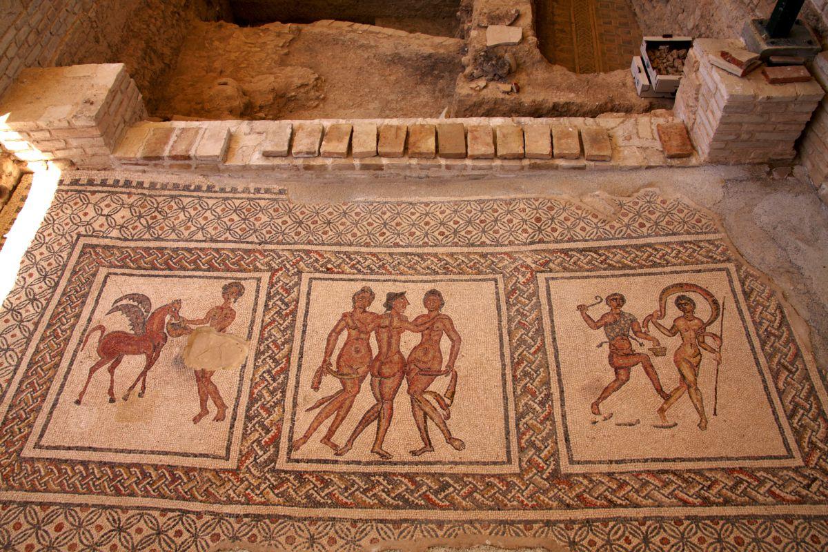 Un mosaico del yacimiento arqueológico Villa Romana de Fuente Álamo, a 3 km de la ciudad.
