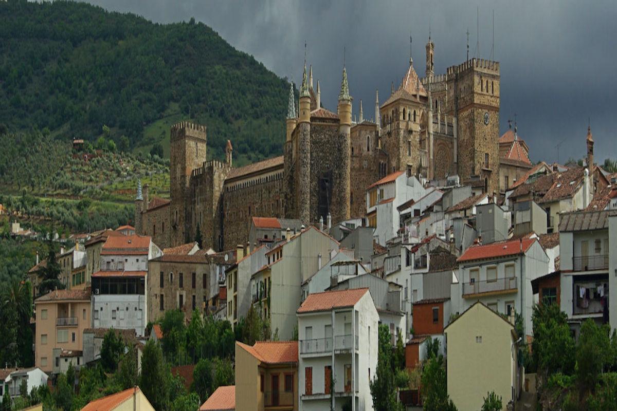 Panorámica de Guadalupe y el monasterio.