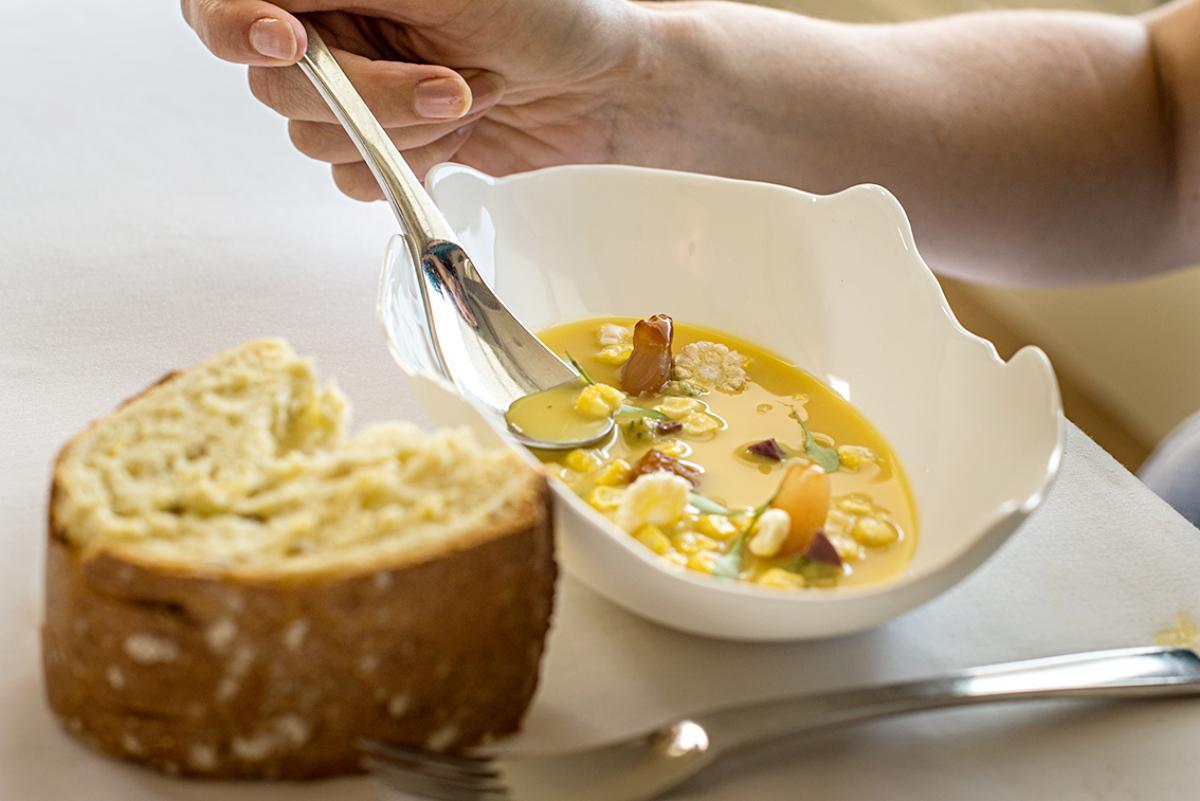 Sopa fría de maíz con pan de Mocejón.