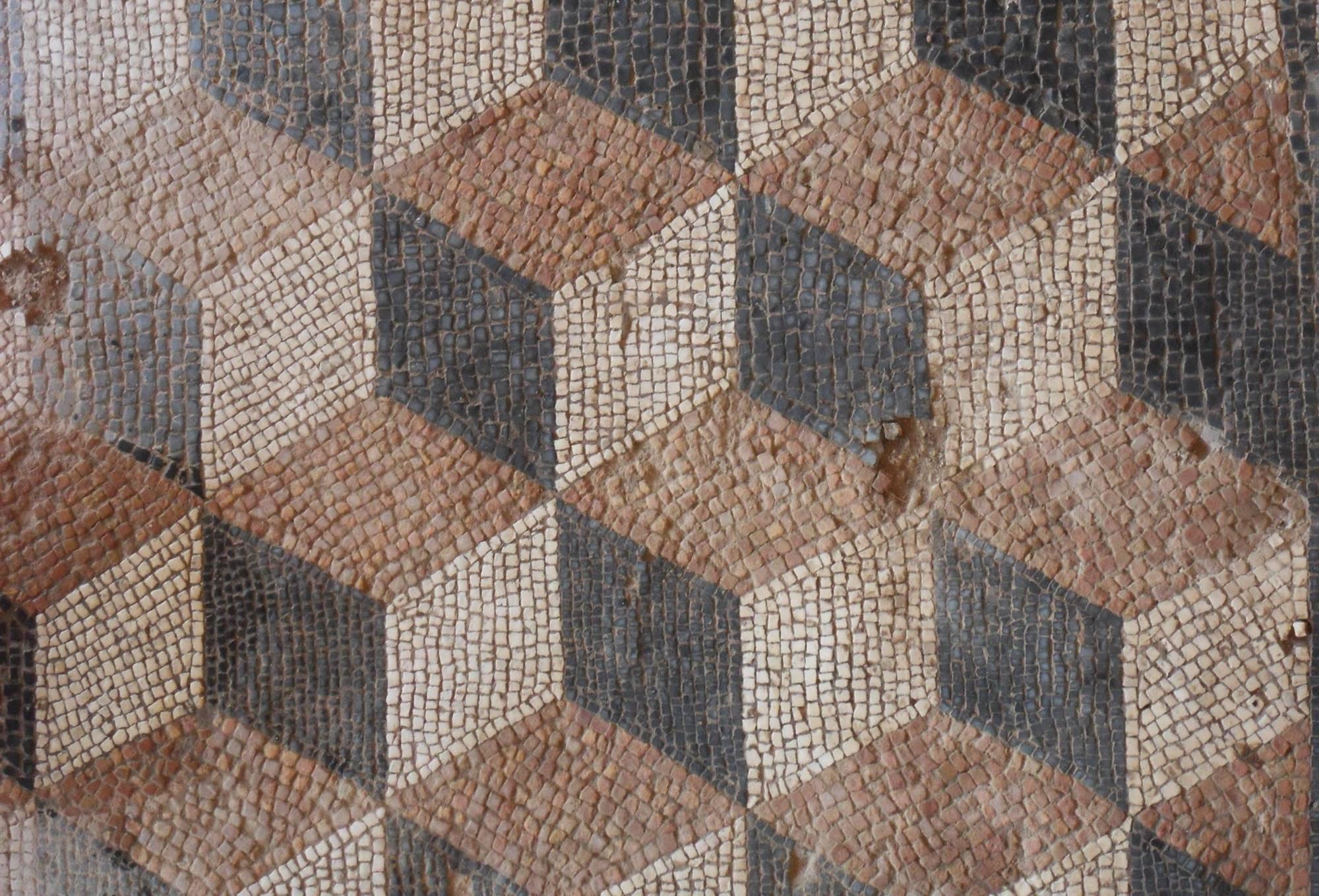 El suelo en mosaico de una de las múltiples ruinas romanas que se pueden encontrar en los pueblos sorianos. Foto: Magna Mater