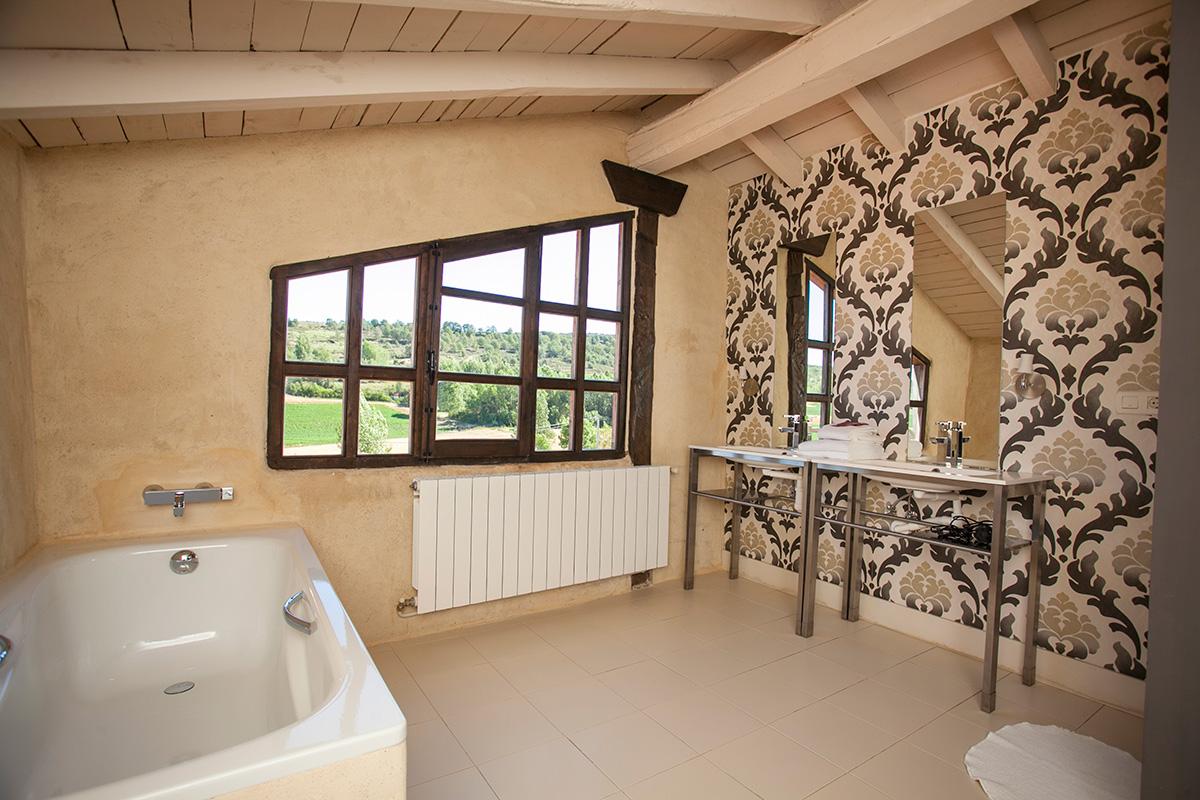 Baño en Hotel Posada Priorato de Val. Villacibio