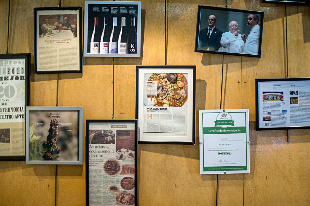 Restaurante Asturianos. Carteles. Foto: Alfredo Cáliz