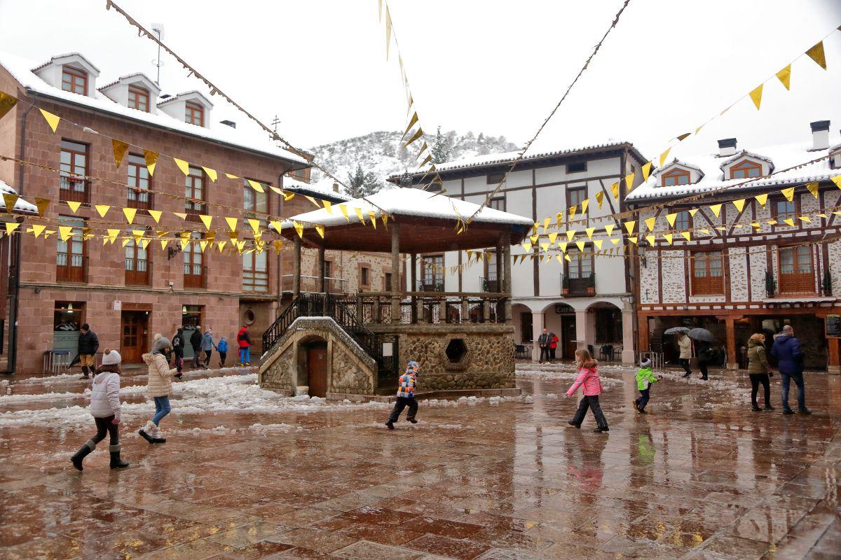 La concurrida plaza del Quiosco.