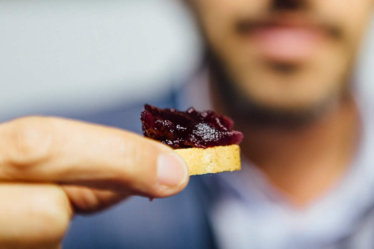 Un vino para untar sobre carnes y pescados en los procesos de elaboración.