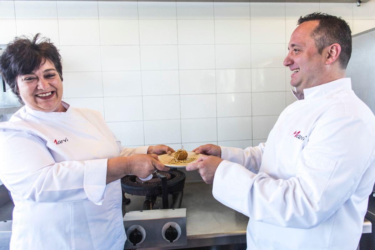 Tino Fernández y su mujer del restaurante 'Marvi', en Valencia.