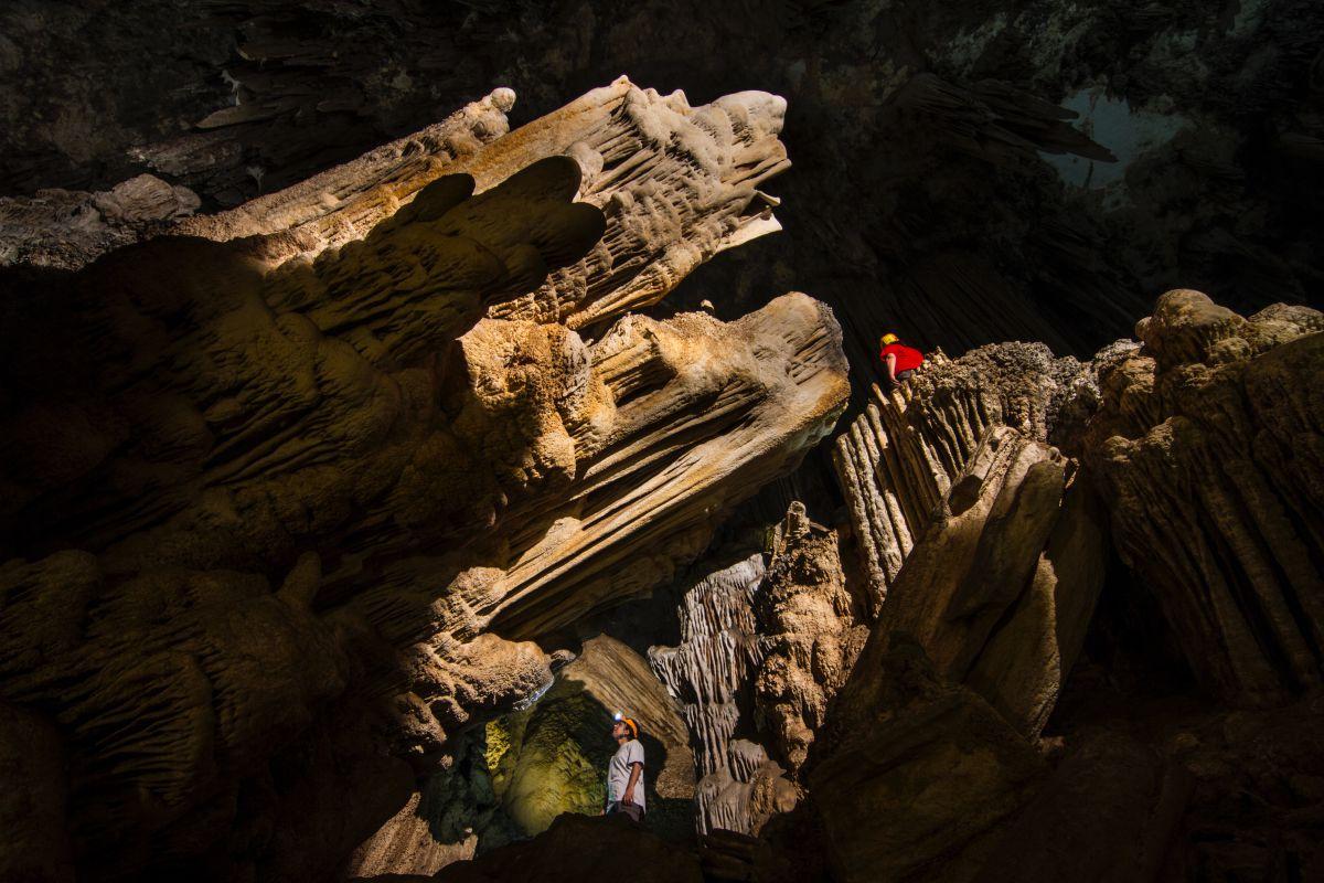 En la sala del Cataclismo, una de las formaciones conocida como el cañón. Foto: Fundación Cueva de Nerja.