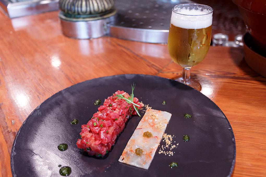 El tartar de atún rojo con carpaccio de gamba roja.