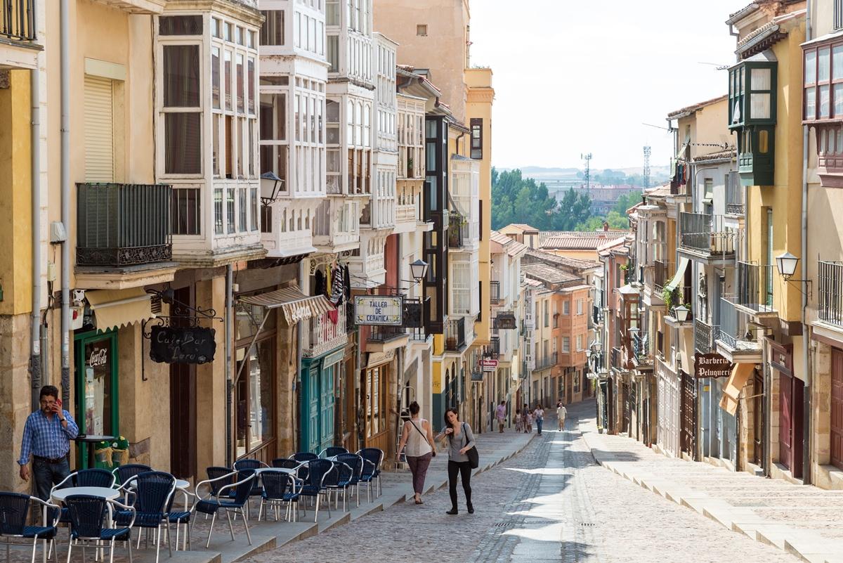 Pasear por las calles del centro de Zamora siempre es un buen plan. Foto: Shutterstock