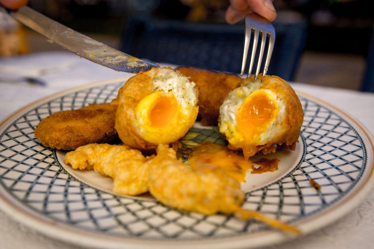 En el 'Baviera' un festival: huevo poché, langostino tigre y pimiento.