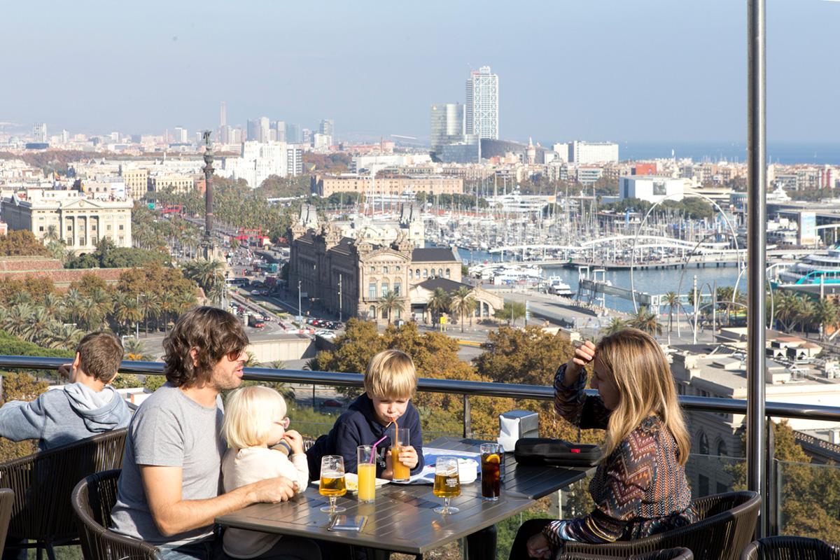 Para rememorar el paseo, nada mejor que tomarse algo en una terraza con más vistas a la ciudad.