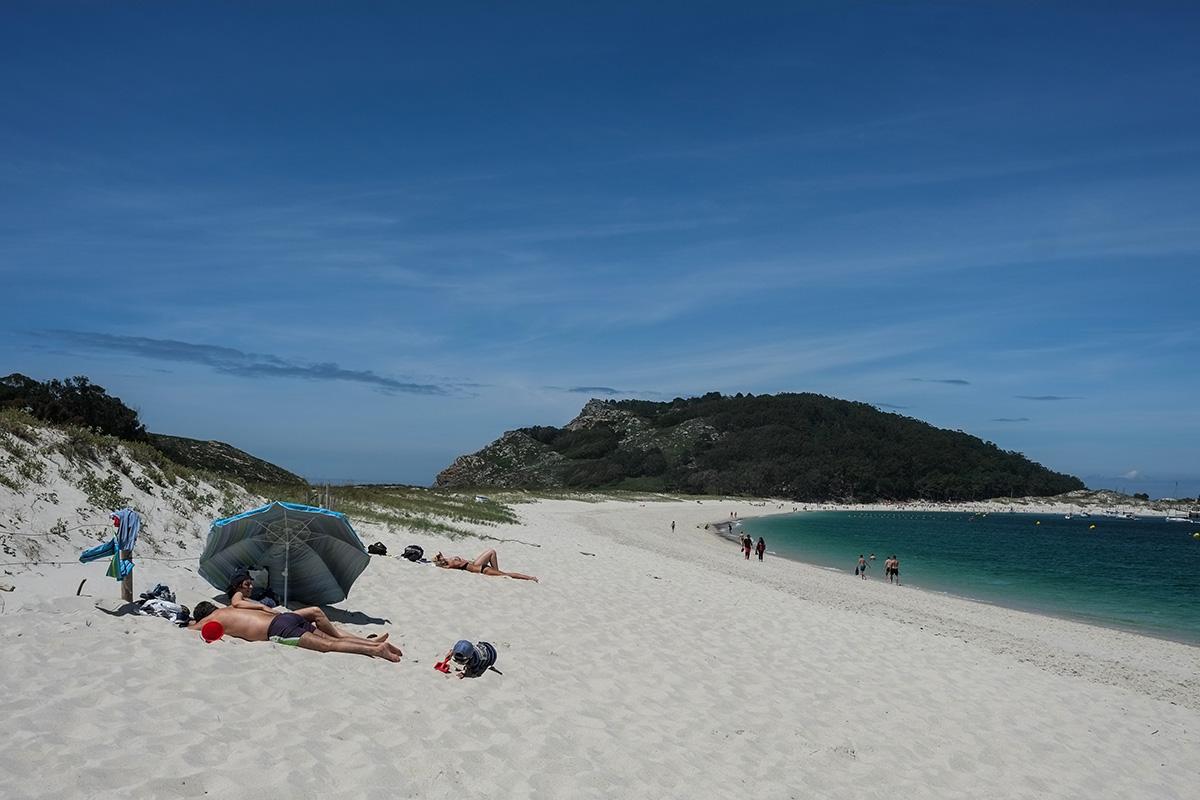 Tumbarse en la playa y dejar pasar las horas, un buen plan veraniego.