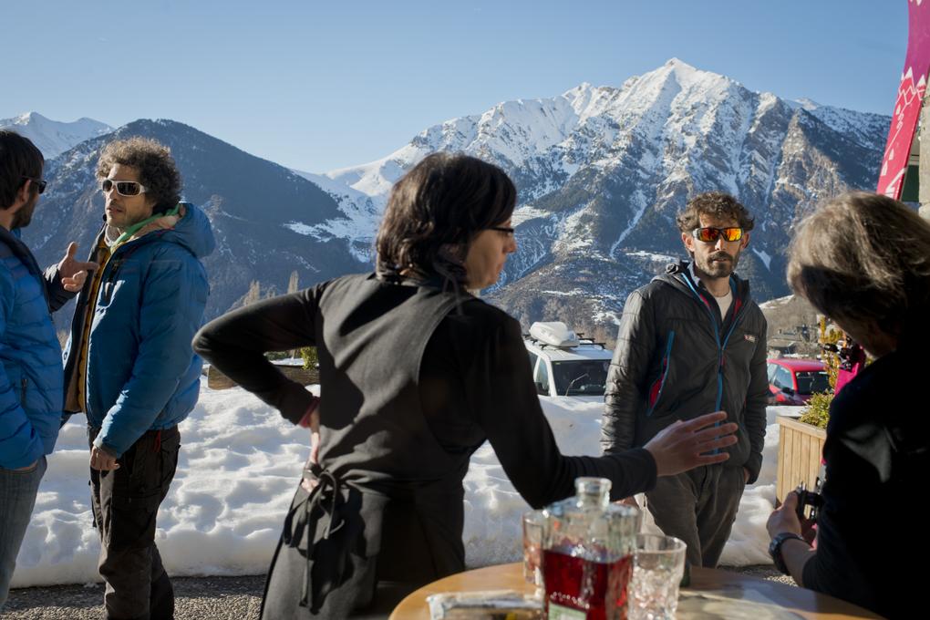 La terraza del restaurante 'El Fai', lo mismo da para el rico aperitivo que para el pacharán.