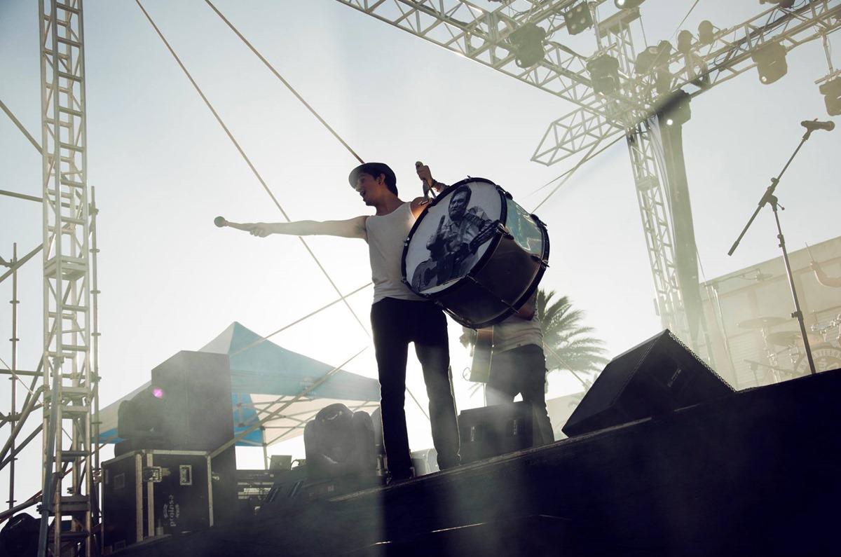 Johnny Cash es uno de los ídolos de La M.O.D.A, y así lo muestran en sus conciertos. Foto: Facebook La M.O.D.A