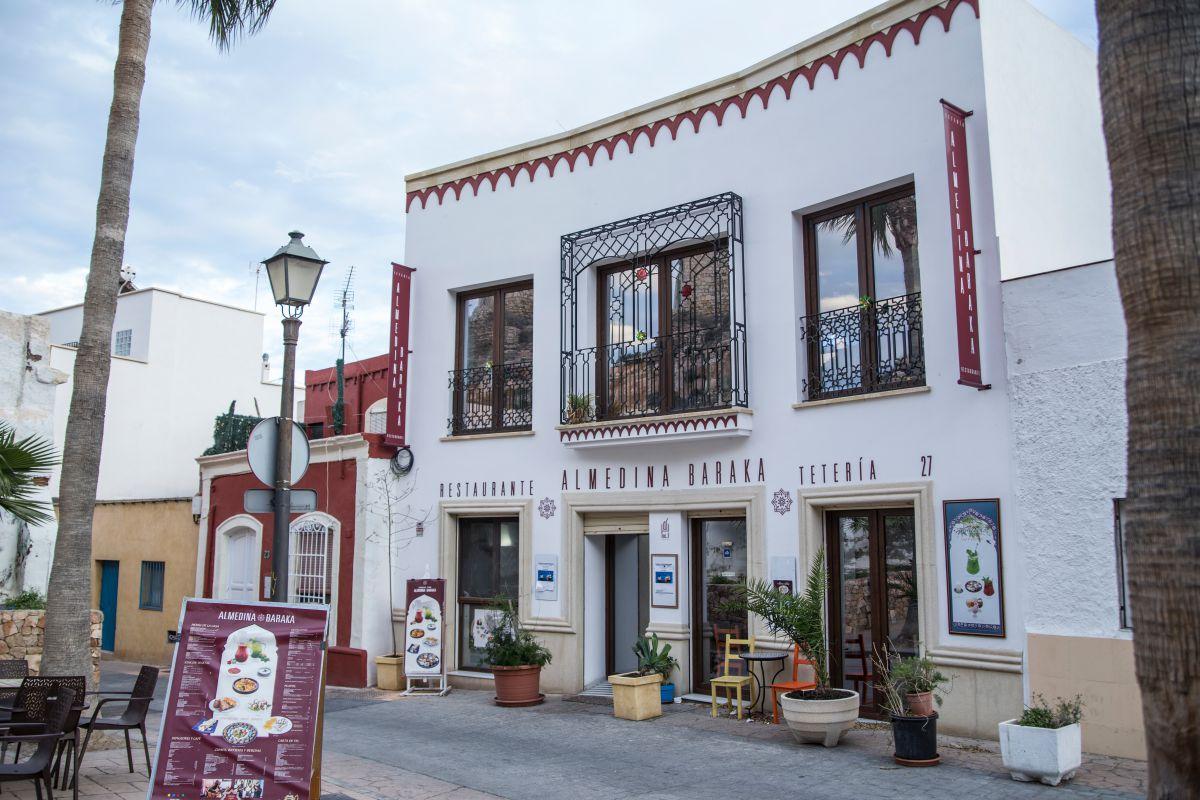 Fachada de la tetería La Almedina, en Almería.