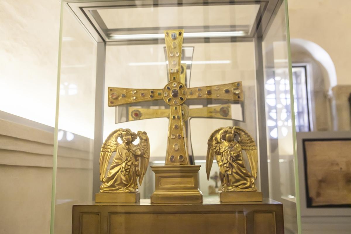 La Cruz de los Ángeles es el símbolo de Asturias.