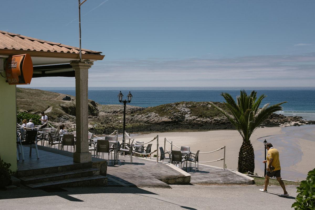Con vistas a una playa salvaje.