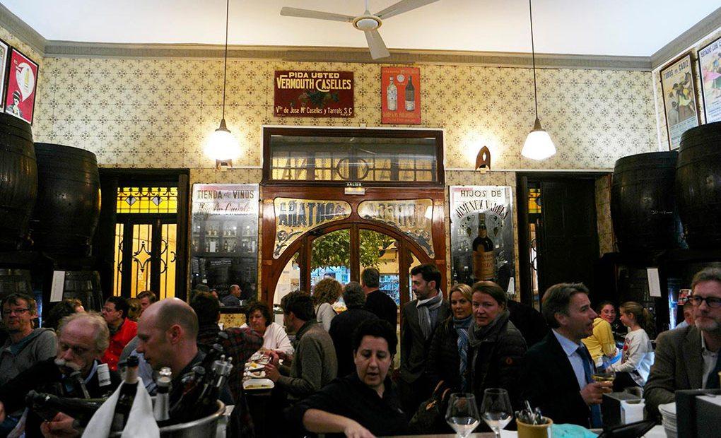 Lleno total en la primera noche del Valencia Culinary Meeting en Casa Montaña.