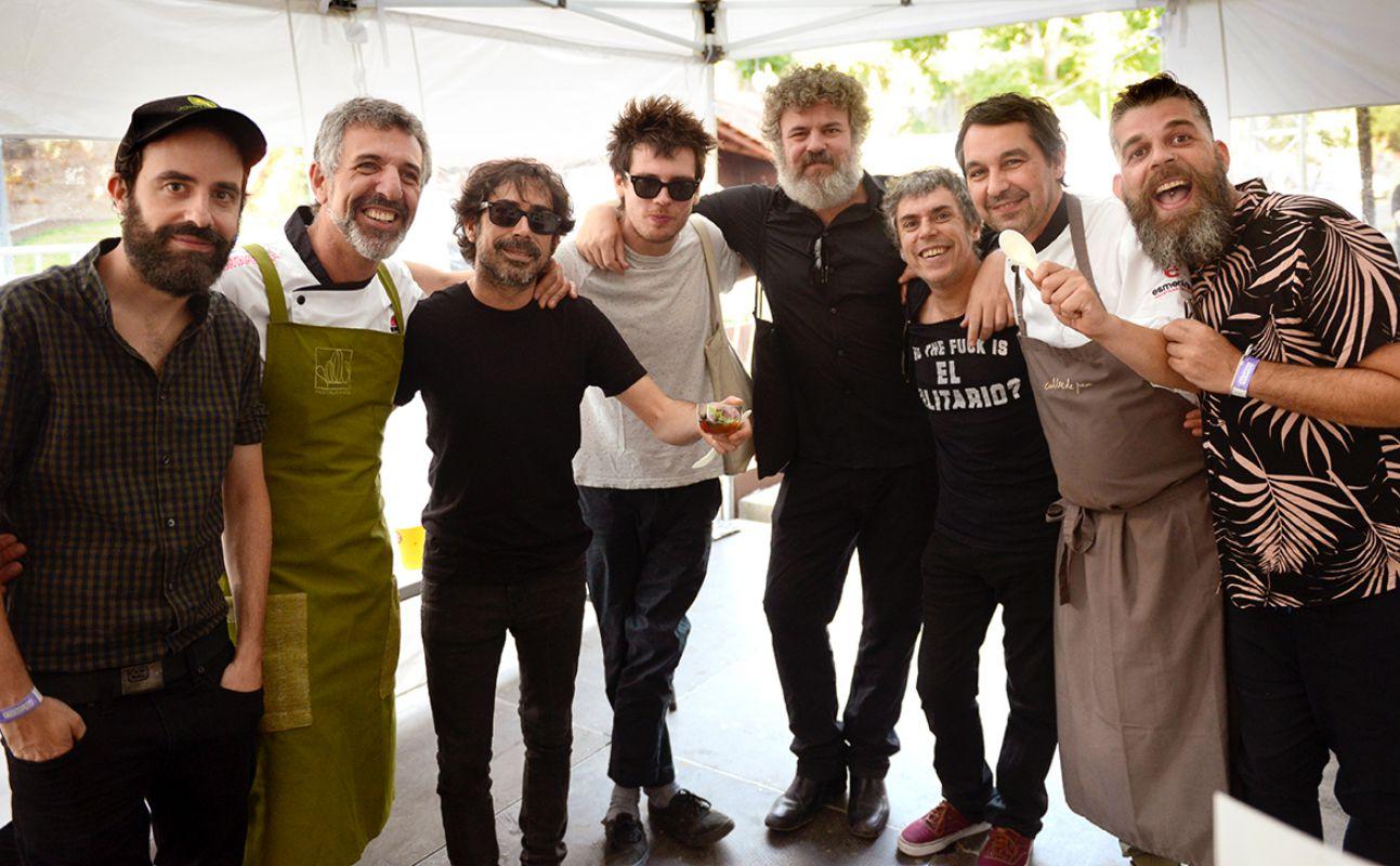 Una foto de músicos y cocineros en la edición de 2017 del Festival PortAmérica en Caldas de Reis, Pontevedra. Foto: PortAmérica.