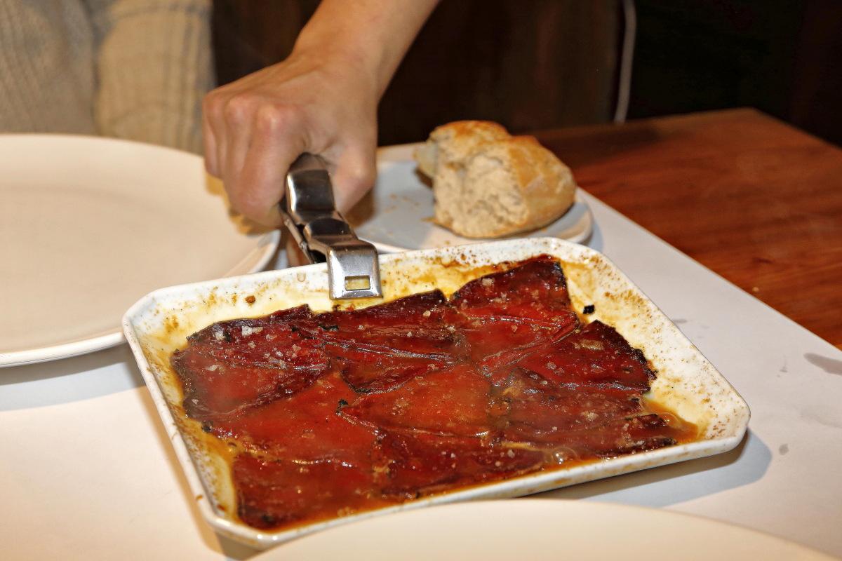 Plato de pimientos del piquillo en el restaurante 'Casa Julián'.