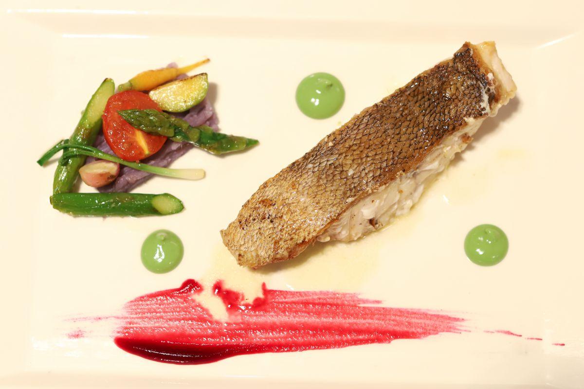 El plato de mero: textura y sabor sin olvidar la estética.