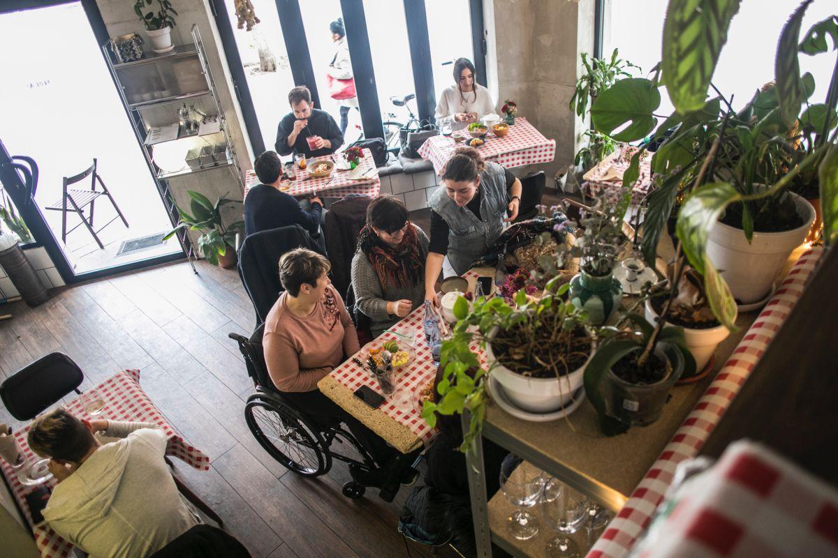 Ambiente en el restaurante peruano El Observatorio, en Valencia.