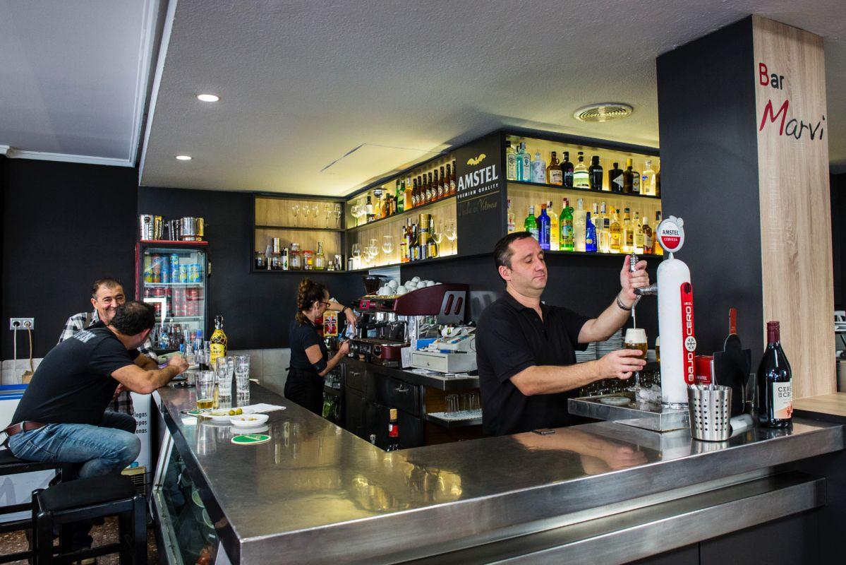 Barra del bar de tapas 'Marvi', en Valencia.