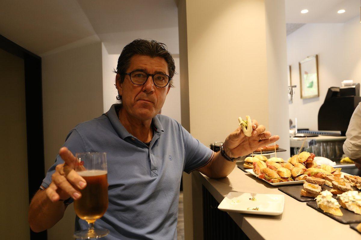 Eduardo Bretón, propietario del bar 'Iturrioz' desde 1988.