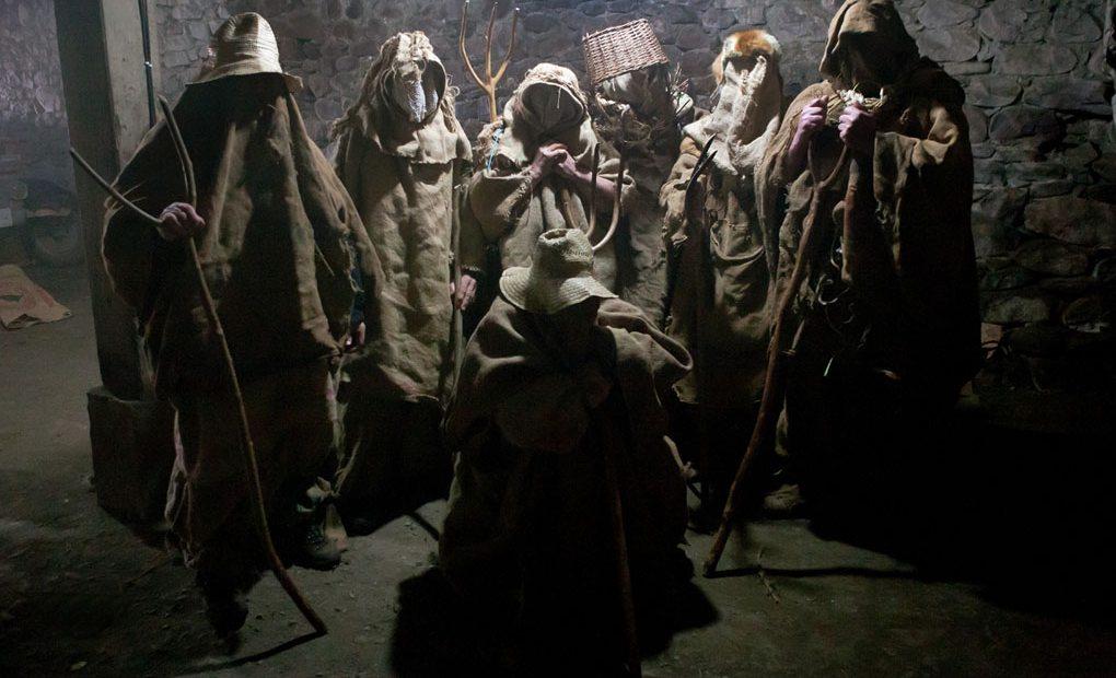 Todo el pueblo de Lantz se prepara para ajusticiar a su bandido, Miel Otxin.